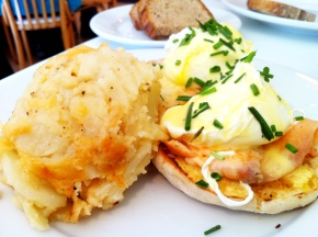 The (smoked) Salmon Benedict with Pommes Anna Gratin